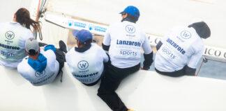 Ricardo Terrades, pierna por fuera, tramando la mayor del equipo 'Lanzarote-RCN Arrecife', en Calpe con duras condiciones de viento. / Foto: SailingShots/RFEV.
